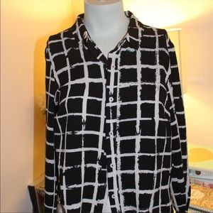 Black And White Patterned Button Down Size M